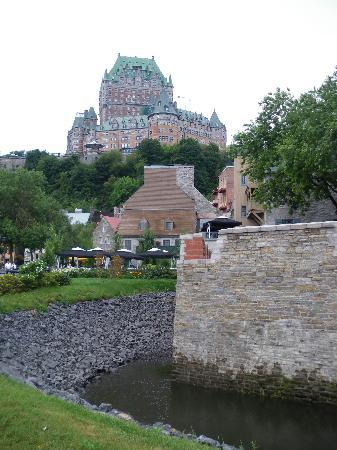 Auberge Saint-Antoine: Chateau Frontenac as seen from near the harbour