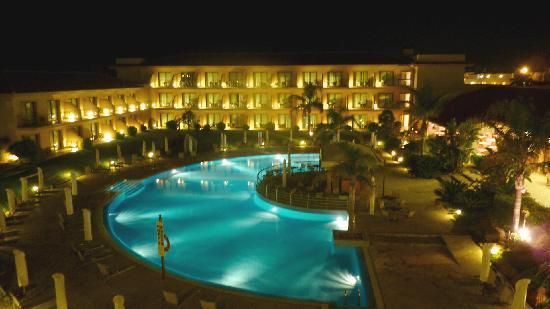 PortBlue La Quinta Hotel & Spa: La Quinta at night