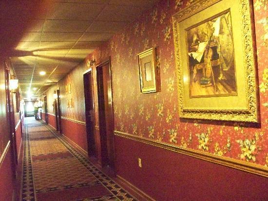 Fulton Steamboat Inn: Hallway