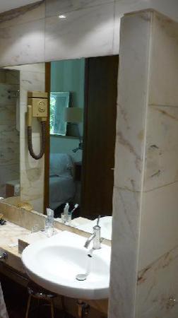 H10 Tribeca: Baño de la habitación.