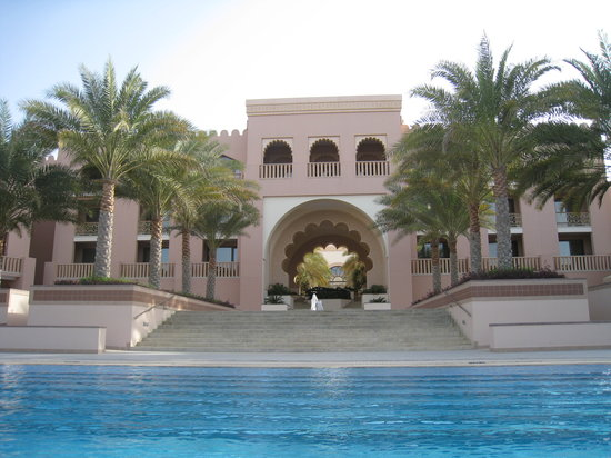 Shangri La Barr Al Jissah Resort & Spa-Al Husn: another view of the pool