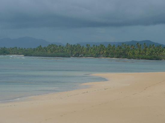 Grand Bahia Principe El Portillo: Miles of beach
