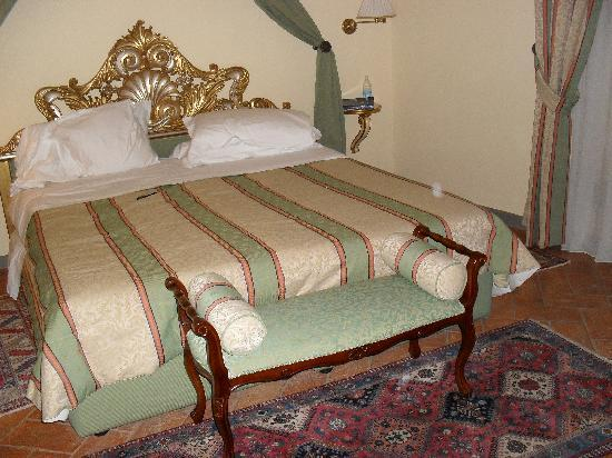La Casa del Garbo: my elegant room!!