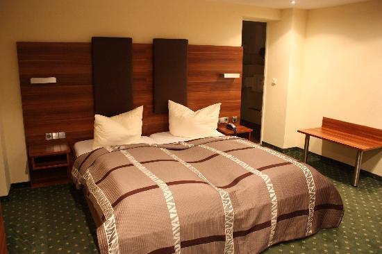Hotel Schöngarten Garni: La cama