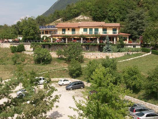 Locanda Montebaldo: l'hotel visto dalla funivia