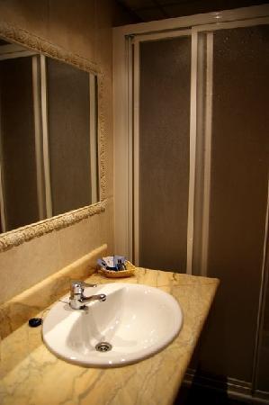 Hotel la Villa: Bathroom