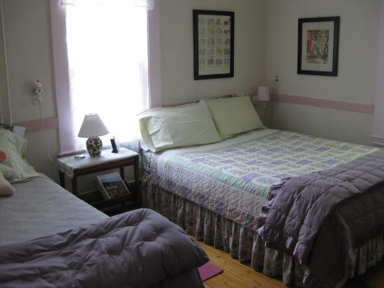 Cambridge Bed and Muffin: A bedroom