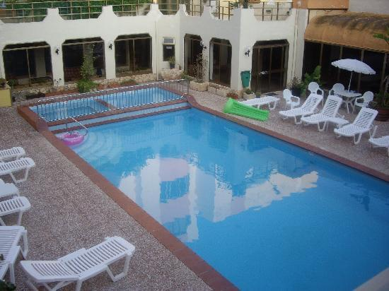 Clover Holiday Complex: Swimming pool, Clover Apartments