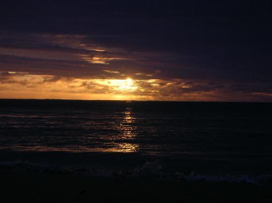 อินเตอร์คอนทิเน็นทอลฟิจิกอล์ฟรีสอร์ทแอนด์สปา: sunset 1