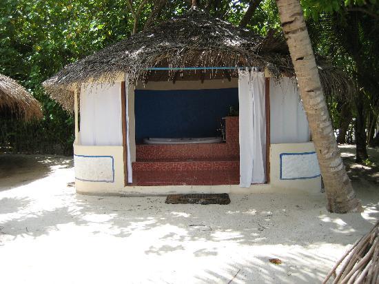 Nika Island Resort & Spa : vasca idromassaggio all'aperto