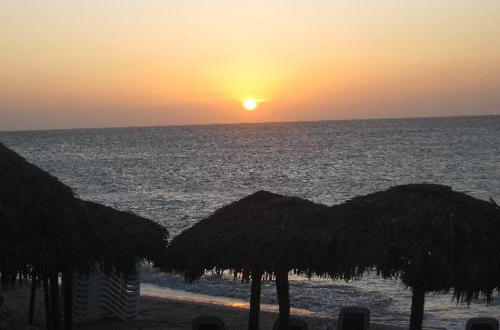 Blau Varadero Hotel: atardecer precioso en la playa