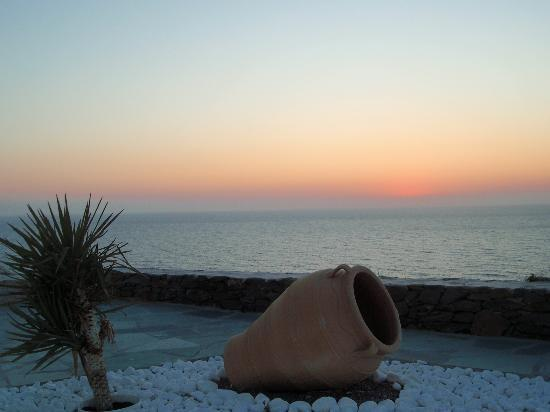 Syros Apartments : SUNSET FROM THE GARDEN