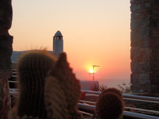 Syros Apartments : SUNSET...