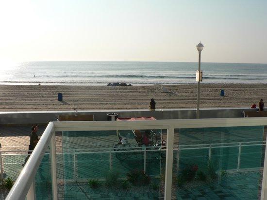Courtyard Ocean City Oceanfront: 2nd floor balcony view