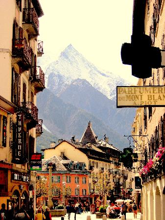 Aiguille du Midi: View from the town