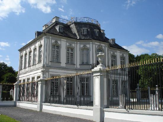 Schloss in Brühl: Jagdschloss Falkenlust, 31 May 2009