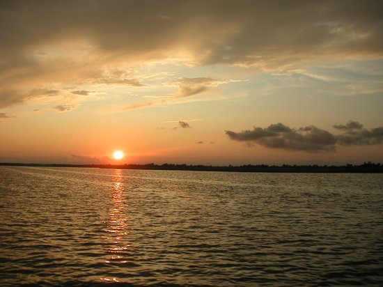 Chincoteague Island, VA: Sunset, while on Daisy's tour