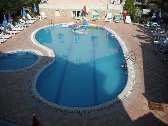 Sonmez Hotel: Pool area