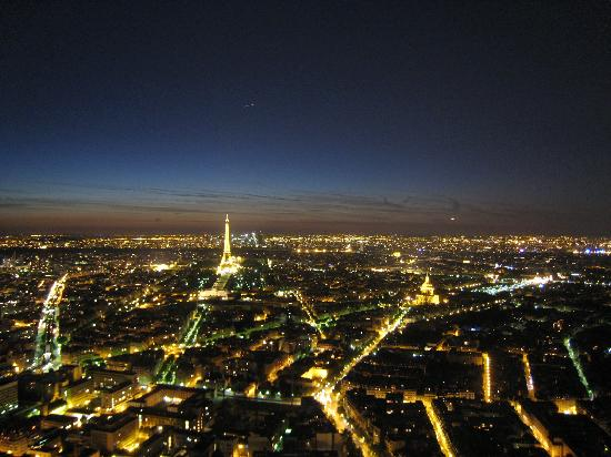 Observatoire Panoramique de la Tour Montparnasse: The view from the top at night