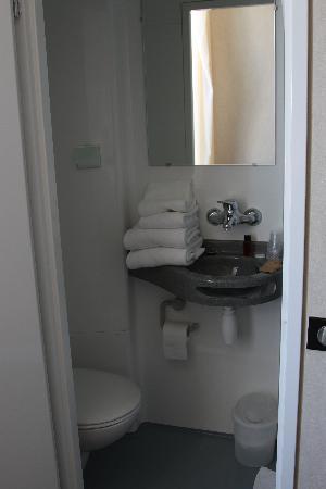 Hotel Les Goelands : salle de douche
