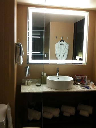Dana Hotel And Spa: Bathroom Vanity