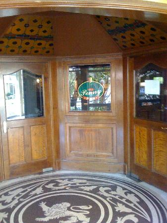 Sunnyside Park Hotel: entrance to Pound and Penny pub