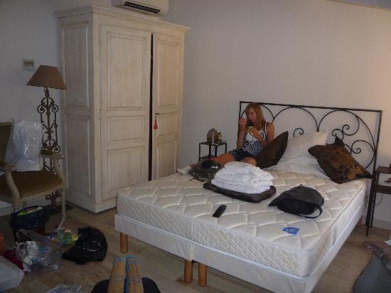 Autour du Petit Paradis : Inside the room