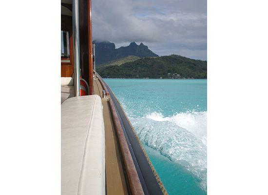 Four Seasons Resort Bora Bora: Boat on the way to Four Seasons