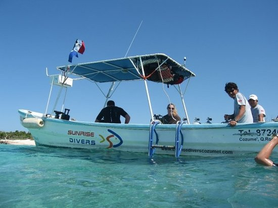 Sunrise Divers: Small boats get you to the dive sights quickly