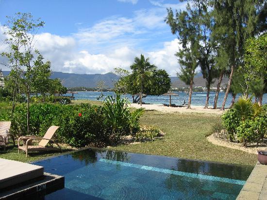Maradiva Villas Resort and Spa: our villa close to the beach