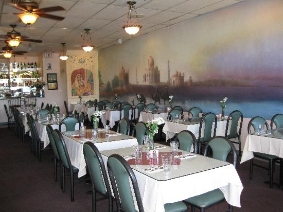 Delhi Palace, Cuisine of India, prides itself on providing a clean and comfortable dining experi