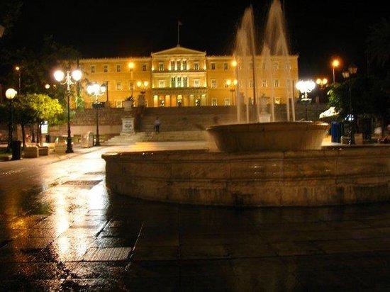 Plateia Syntagmatos: Syntagma, Atena