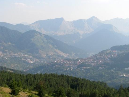 Kalambaka, กรีซ: Grecia - continent, in drum spre Meteora