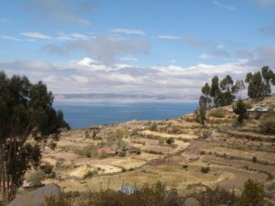ปูโน, เปรู: Isla Taquile.  A beautiful view of Taquile with the day clearing up and the sun taking over.