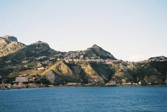 ทาโอร์มินา, อิตาลี: View of Taormina from sea