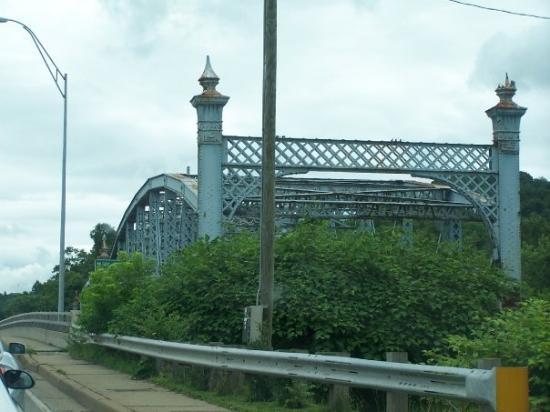 วีลลิง, เวสต์เวอร์จิเนีย: Bridge going into ohio