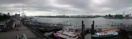 Harbor Piers: Landungsbrücken Panorama
