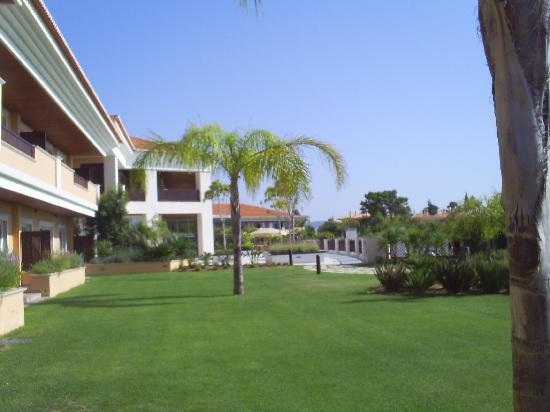 Monte da Quinta Resort: exterior suites view
