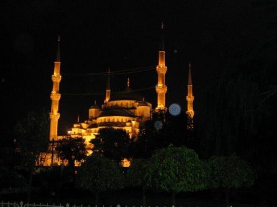 มัสยิดสุลต่านอาห์เมต: Istanbul, Turkey, 2005.