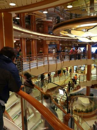 เคตชิคาน, อลาสกา: This is the grand center of the ship