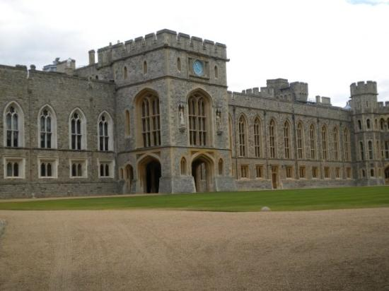 วินด์เซอร์, UK: Windsor Castle..Way too big to capture in pictures.