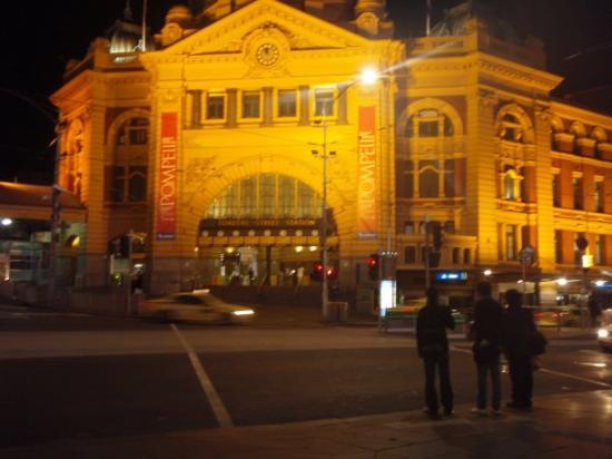 Flinders Street Station: flinder street station @ nite