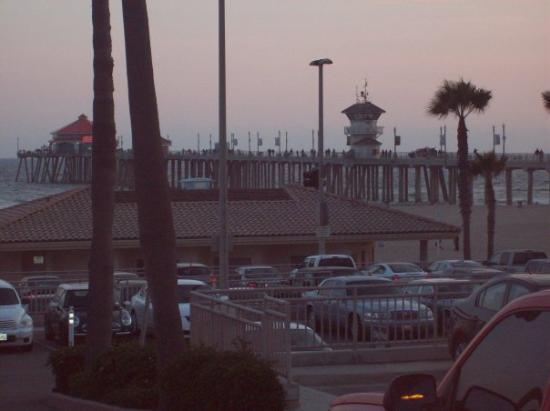 ฮันติงตันบีช, แคลิฟอร์เนีย: Huntington Beach at dusk