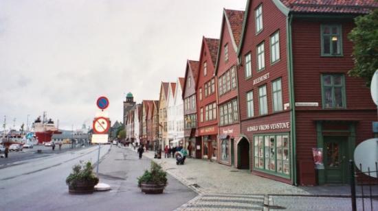 บริกเกนฮันเซอาติควาร์ฟ: Bryggen in Bergen, Norway