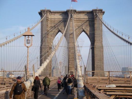 สะพานบรู๊คลิน: Brooklyn Bridge