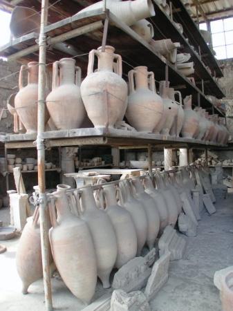 Pompeii, อิตาลี: 龐貝古城的器皿