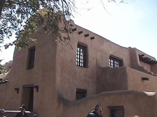 ซานตาเฟ, นิวเม็กซิโก: Adobe building in Santa Fe, NM