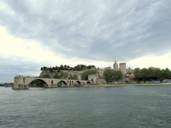 Pont Saint-Bénézet (Pont d'Avignon) : Sur le pont de Avignon...