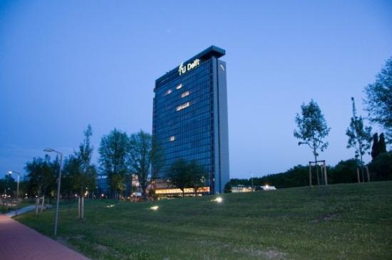 Hlavní budova technické univerzity Delft...