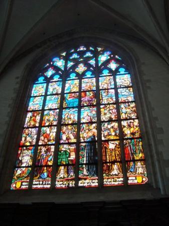 คาเธดราลออฟอาวร์เลดี้: Um dos vários (e belos) vitrais da Catedral